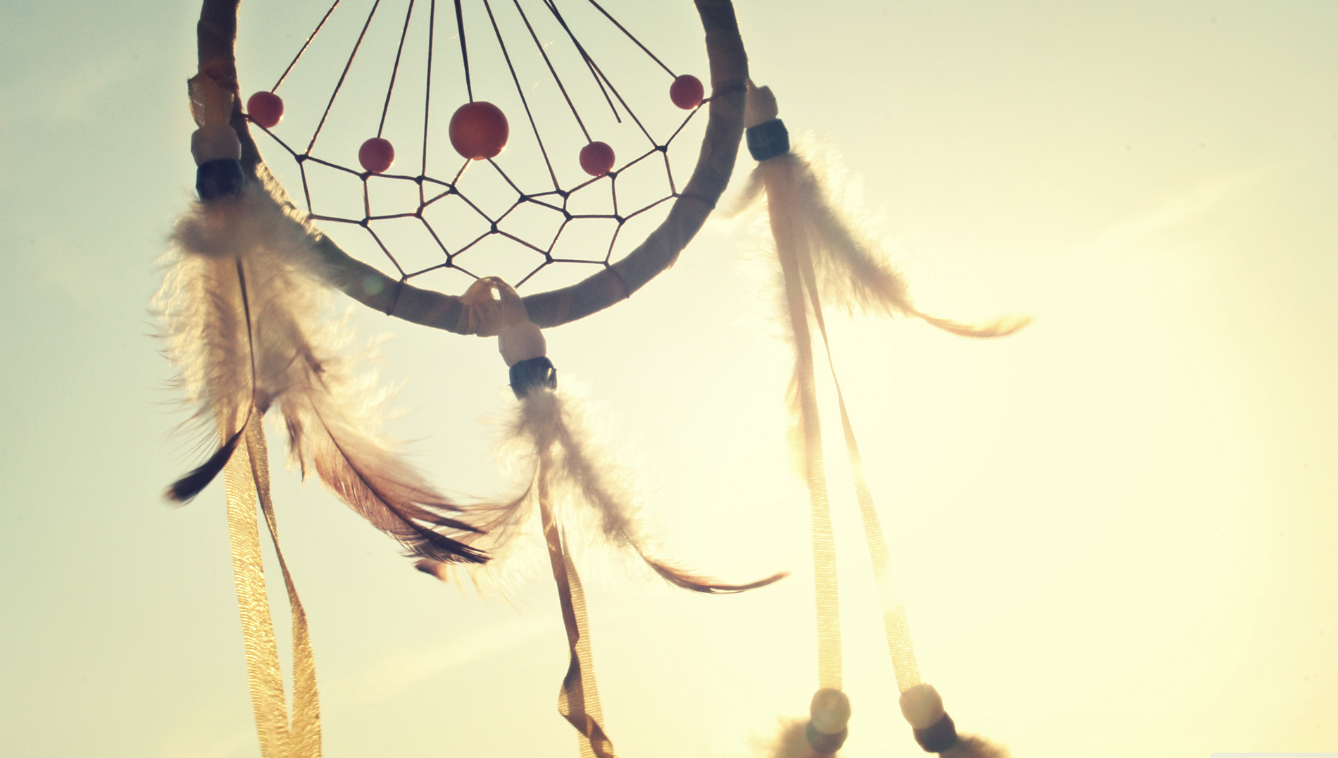 dreamcatcher peacelovedesign image via unsplash.com